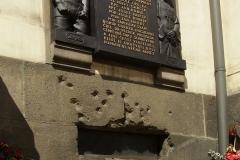 Památník parašutistům, kteří provedli atentát na R. Heydricha