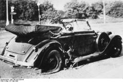 Poničený vůz R. Heydricha po atentátu2