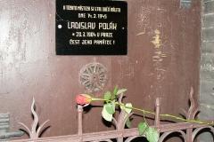 pametni-deska-v-apolinarske-ulici-v-praze-ladislav-polak-zahynul-pri-spojeneckem-naletu-na-prahu-14-2-1945